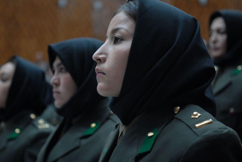 جنديات في الجيش الأفغاني، 2010