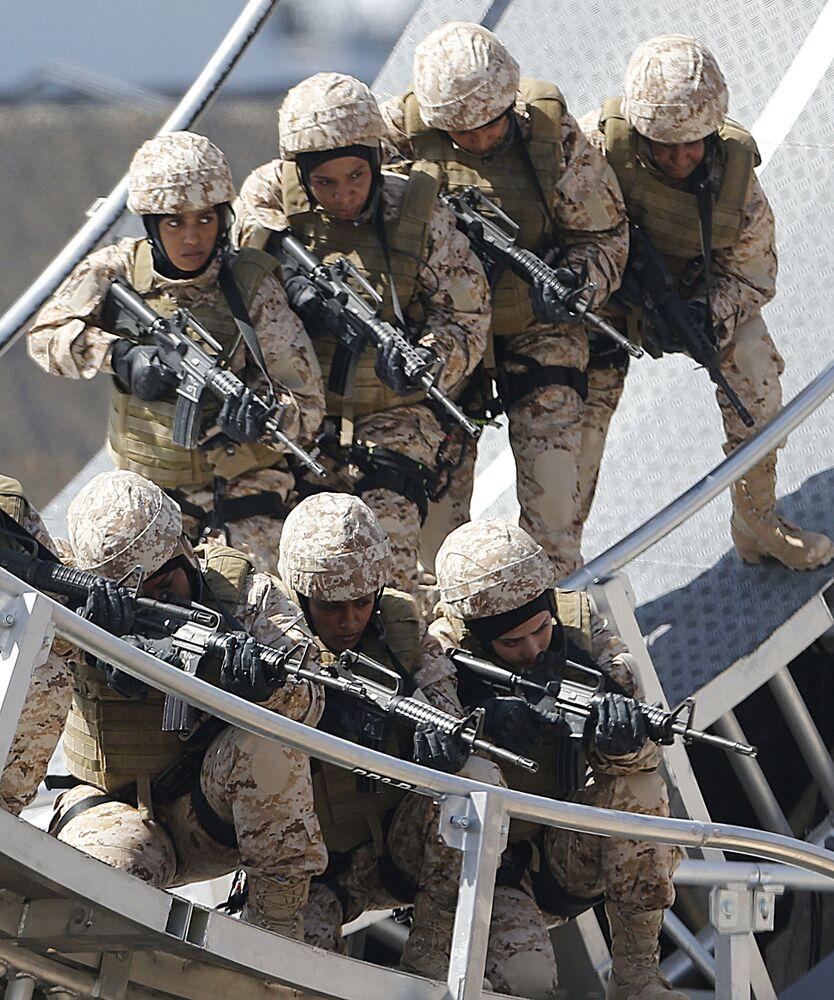 جنديات في جيش الدفاع الإماراتي، 2013