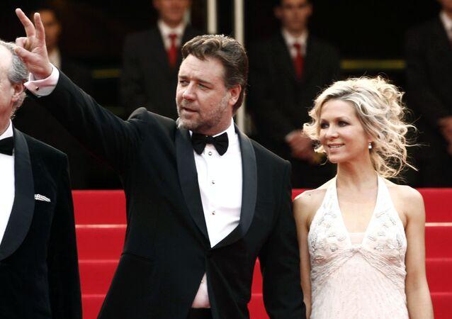 الممثل الأسترالي راسل كرو وزوجته السابقة دانييل سبنسر