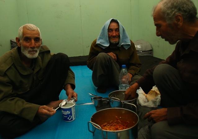 17 عائلة من داخل الغوطة تنال حريتها