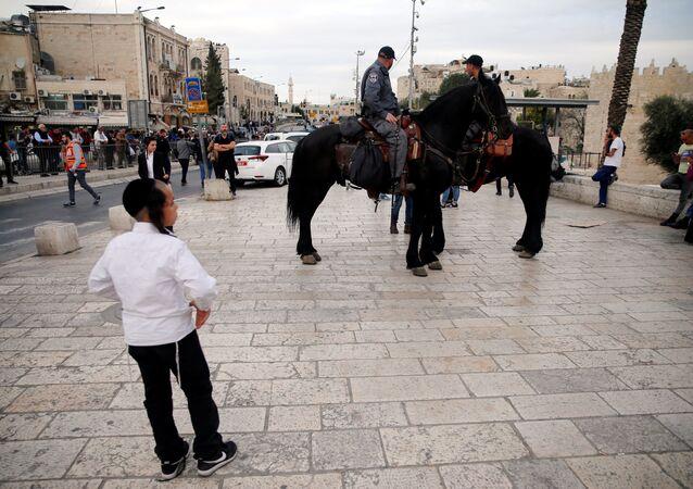 الشرطة الإسرائيلية في موقع حادث الطعن 18-3-2018