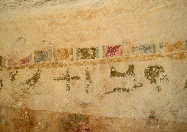 اكتشاف نقوش فرعونية جديدة داخل منطقة آثار بنى حسن بمحافظة المنيا في مصر في 21 مارس / آذار 2018