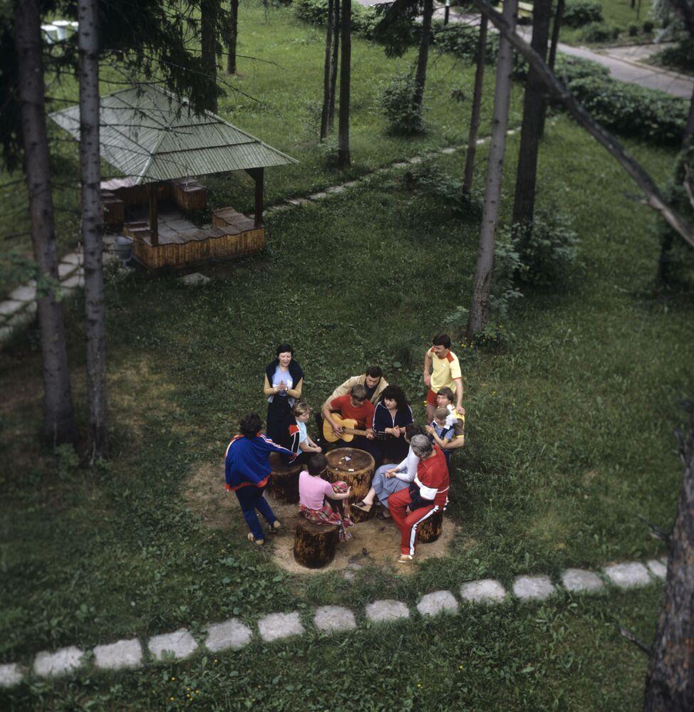 سكن (أو مصيف) زيلوني بور بالقرب من مدينة زفينيغورود، عام 1985