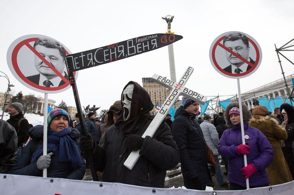 مظاهرة منهضة للرئيس الأوكراني بيوتر بوروشينكو ومطالبته بالتنحي