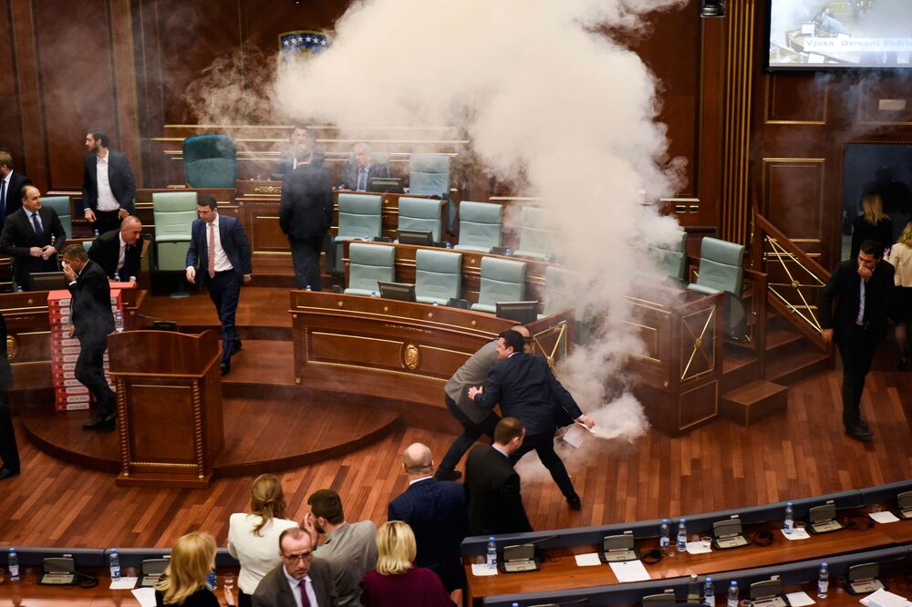 أحد أعضاء الحزب المعارض في برلمان بريشتينا، كوسوفو 21 مارس/ آذار 2018