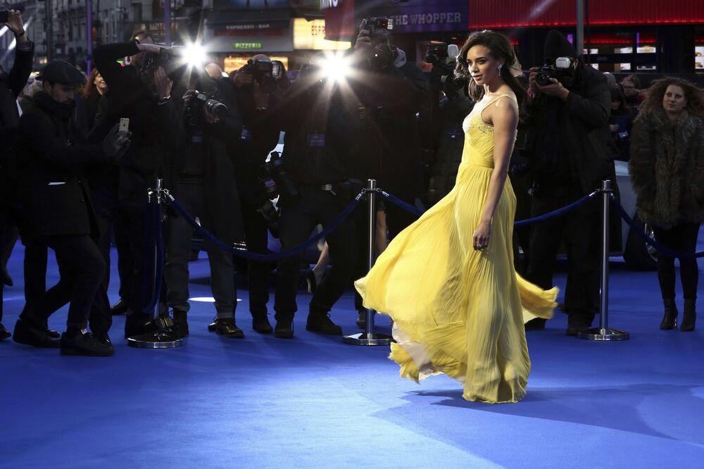 الممثلة هانا جون-كامن تقف أمام الصحفيين لالتقاط الصور لدى وصولها لحفل العرض الأول للفيلم Ready Player One في لندن، إنجلترا 19 مارس/ آذار 2018
