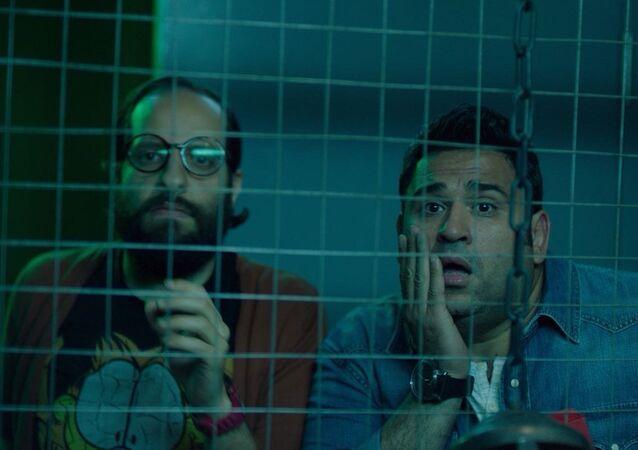 الممثلان المصريان أحمد أمين وأكرم حسني في مسلسل الوصية