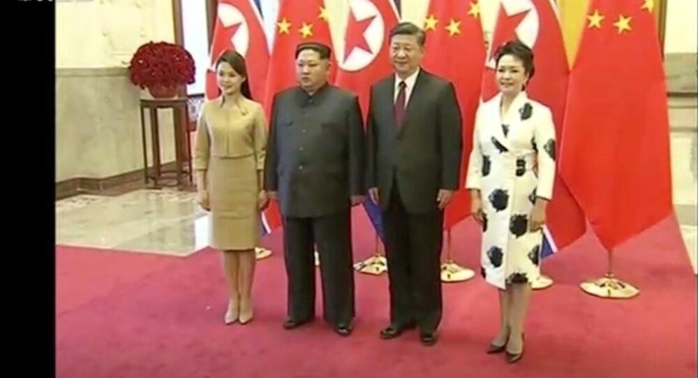 كيم جونغ أون وزوجته في زيارة للصين