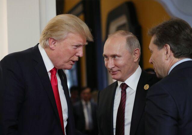 الرئيس الروسي فلاديمير بوتين والرئيس الأمريكي دونالد ترامب