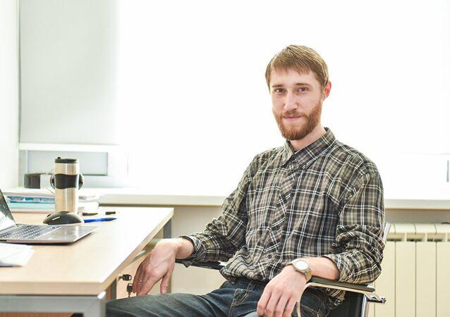 مهندس من قسم الفيزياء النظرية وتكنولوجيات الكم لجامعة ميسيس، بيتر كاربوف