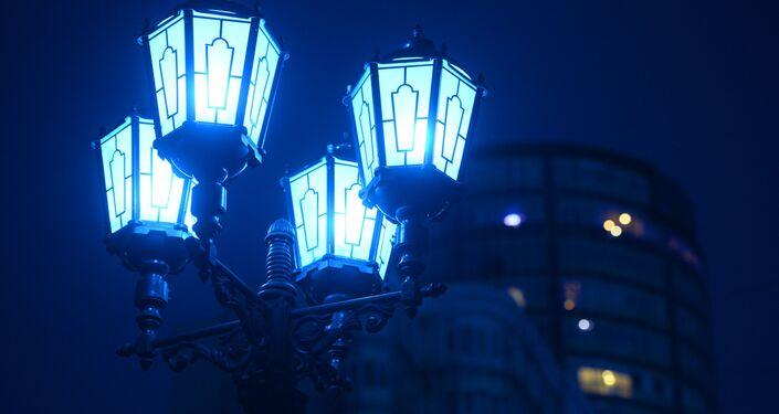 إنارة شارع فاينير في يكاتيرينبورغ بإضاءة زرقاء في إطار فعاليات اليوم الدولي لمرض التوحد (Light It Up Blue)