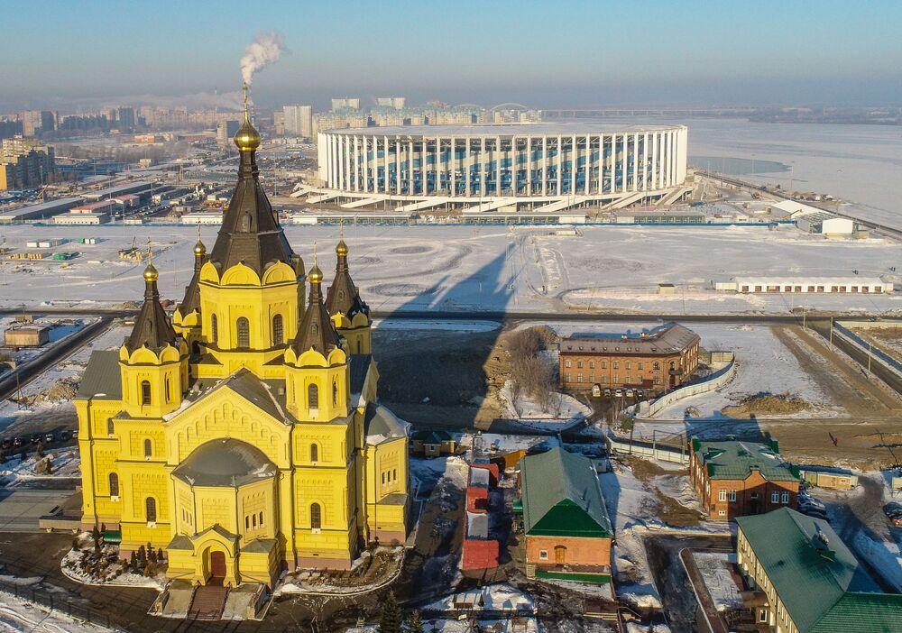 مشهد يطل على كاتدرائية ألكسندر نيفسكي وملعب نيجني نوفغورود