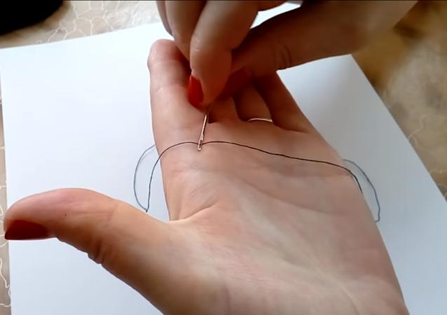 طريقة رائعة لإدخال الخيط في الإبرة