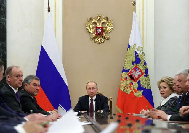 الرئيس الروسي فلاديمير بوتين خلال اجتماع مجلس الأمن الروسي