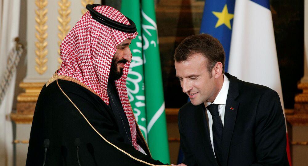 محمد بن سلمان مع إيمانويل ماكرون