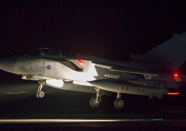 التحالف الثلاثي - الطيران البريطاني بعد عودته من سوريا يهبط في قبرص، 14 أبريل/ نيسان 2018