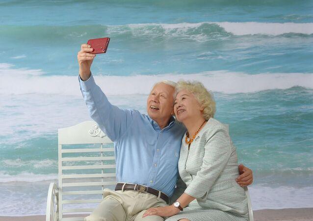 عجوز وزوجته صورة أرشيفية
