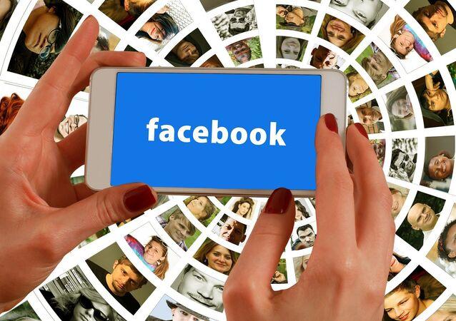 عالم فيسبوك