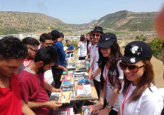 شباب وجميلات إيزيديات يسهمون بإشراق حياة جديدة في العراق