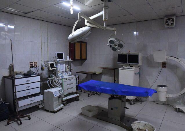 غرفة عمليات في مستشفى تحت الأرض في دوما