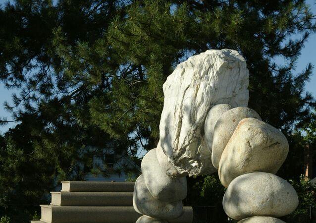 حجارة متراصة فوق بعضها