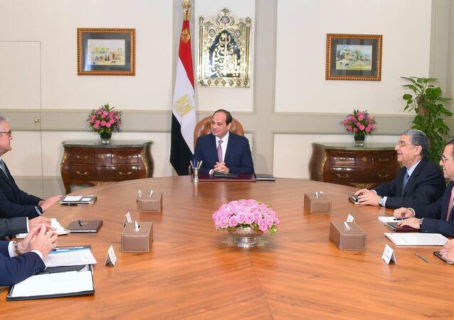 الرئيس المصري عبد الفتاح السيسي، الثلاثاء 24 أبريل/ نيسان، خلال استقباله أورليش شبيسهوفر الرئيس التنفيذي لشركة ABB العالمية المتخصصة في مجال التكنولوجيا والكهرباء
