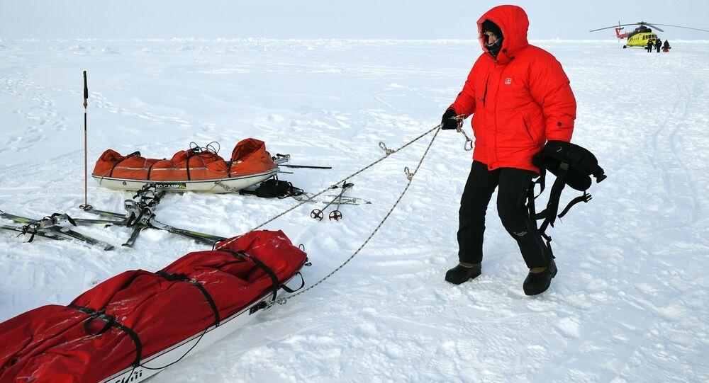 المشاركون في البعثة العلمية الـ 10 إلى القطب الشمالي تحت إشراف ماتفي شبارو