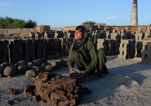 شابة أفغانية تتظاهر بأنها شاب لأكثر من 10 سنوات لإرضاء والدها