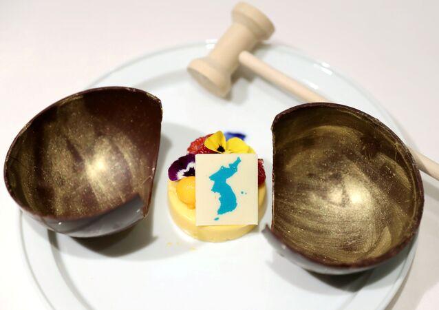 قطعة من الحلوة عليها جزر ليانكورت المتنازع عليها من قبل اليابان وكوريا الجنوبية