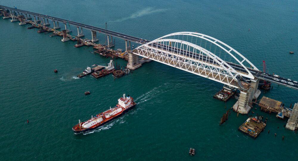 بقي شهر على افتتاح جسر القرم، مضيق كيرتش، روسيا