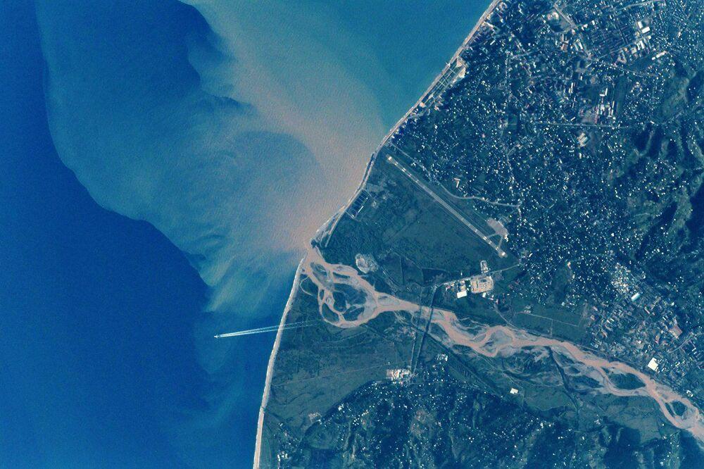 صورة لمدينة باتومي، عاصمة لدجارا، وهى جمهورية ذات حكم ذاتى تقع فى جنوب غرب جورجيا، التقطها رائد فضاء الروسي أنطون شكابليروف من محطة الفضاء الدولية