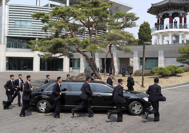 الزعيم الكوري الشمالي كيم جونغ أون وزعيم كوريا الجنوبية مون تشي إين، زيارة الزعيم الكوري الشمالي إلى كوريا الجنوبية، 27 أبريل/ نيسان 2018