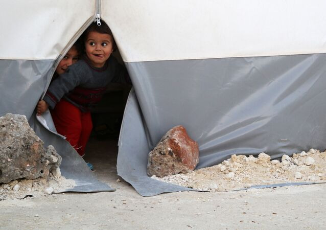 أطفال سوريون من الغوطة الشرقية  في مخيم باب الهوى للنازحين في محافظة إدلب، سوريا 22 أبريل/ نيسان 2018