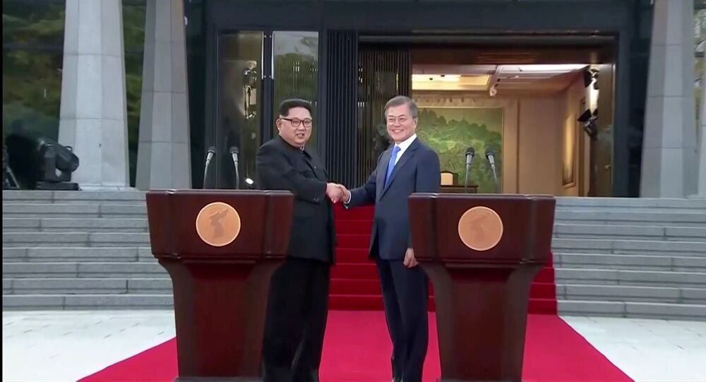 رئيس كوريا الجنوبية مون جيه إن وزعيم كوريا الشمالية كيم جونغ أون