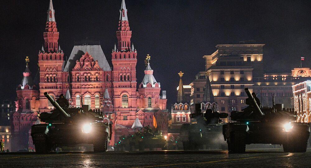 بروفة للعرض العسكري بمناسبة الذكرى الـ 73 لعيد النصر على قوات ألمانيا النازية في الحرب الوطنية العظمى (1941 - 1945) على الساحة الحمراء في موسكو