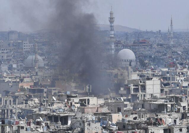 الوضع في سوريا - الجيش السوري في مخيم يرموك للاجئين الفلسطينيين في ضواحي العاصمة دمشق، سوريا