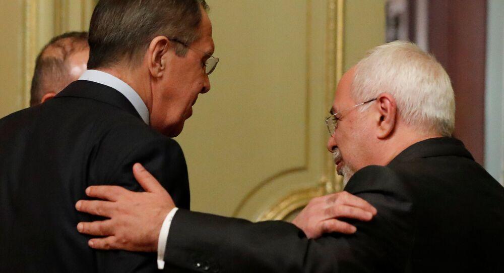 وزير الخارجية الإيراني، محمد جواد ظريف ووزير الخارجية الروسي سيرغي لافروف
