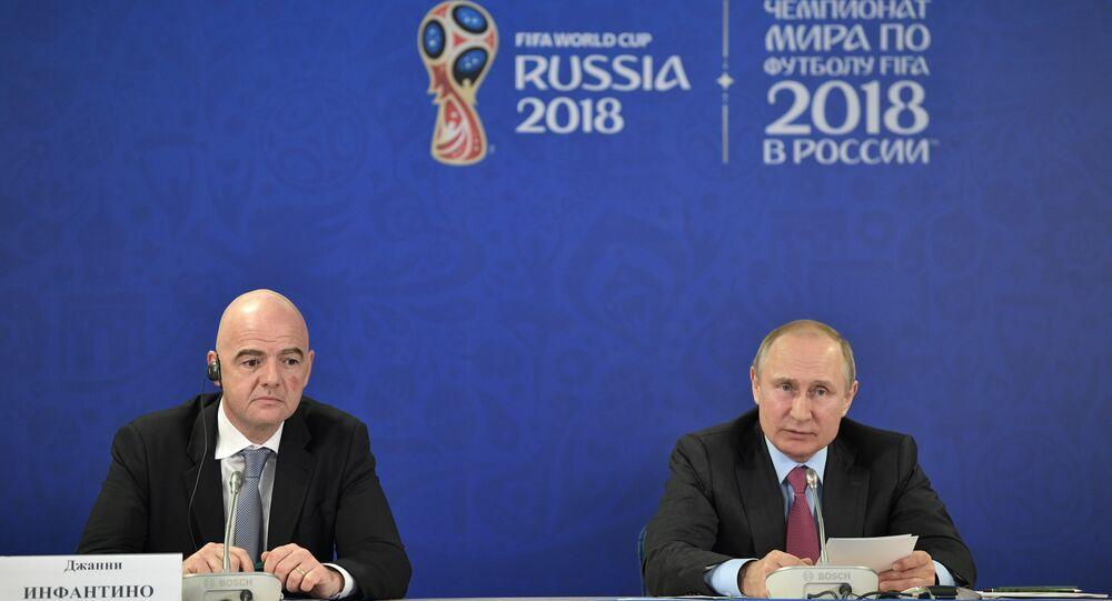 الرئيس الروسي فلاديمير بوتين و رئيس الاتحاد الدولي بكرة القدم جياني إنفانتينو