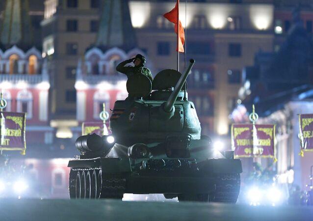بروفة للعرض العسكري بمناسبة الذكرى الـ 73 لعيد النصر على قوات ألمانيا النازية في الحرب الوطنية العظمى (1941 - 1945) - الساحة الحمراء في موسكو