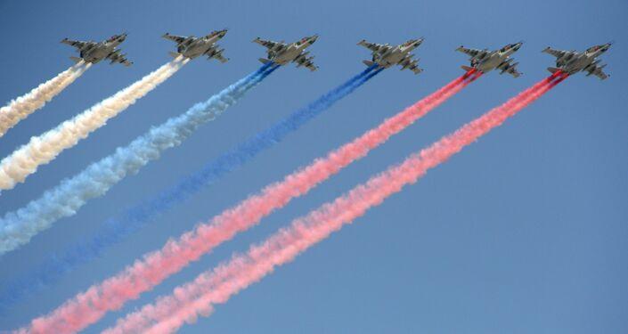 الجزء الجوي من العرض العسكري في موسكو بمناسبة عيد النصر - سو-25 بي إم