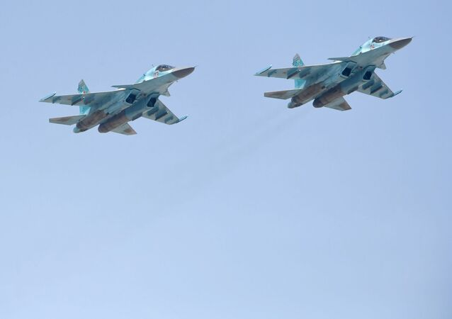 الجزء الجوي من العرض العسكري في موسكو بمناسبة عيد النصر - سو-34