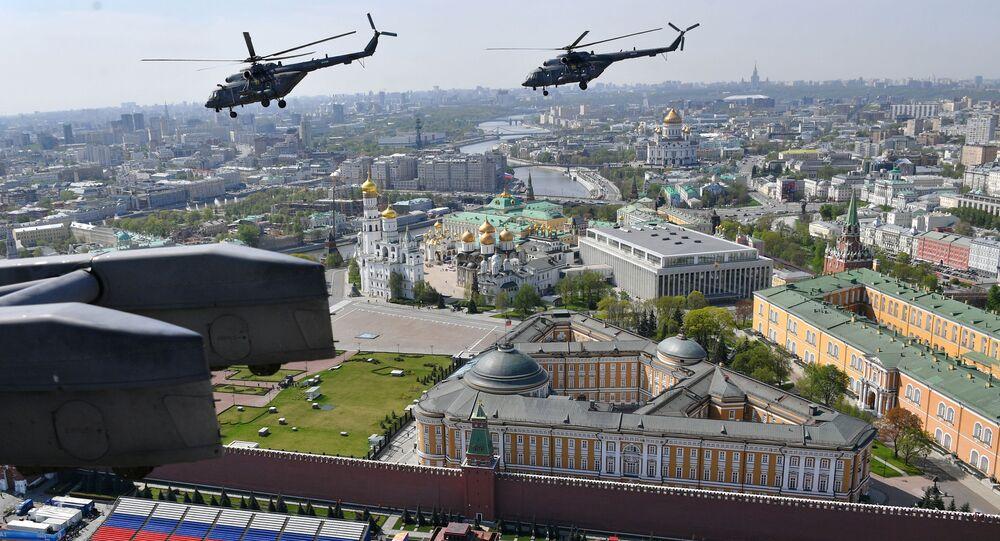 الجزء الجوي من العرض العسكري في موسكو بمناسبة عيد النصر - مي-8
