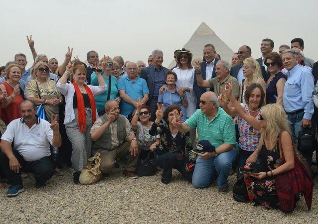 رسالة سلام من الأهرامات