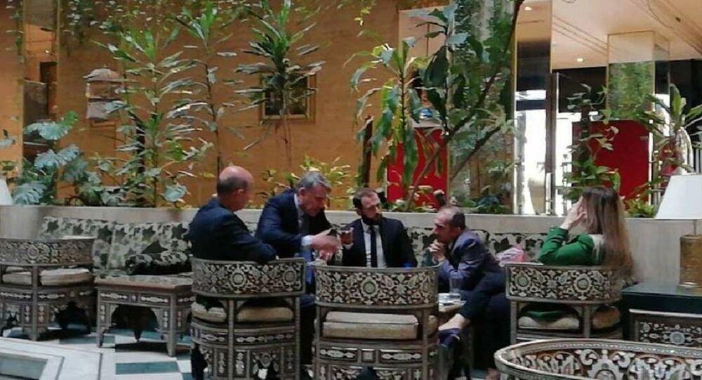الوفد التركي في أحد فنادق دمشق