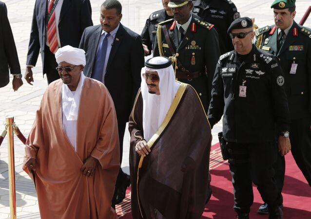 الرئيس السوداني عمر البشير والعاهل السعودي الملك سلمان بن عبد العزيز