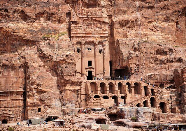 المدينة الأثرية التاريخية  - البتراء في الأردن