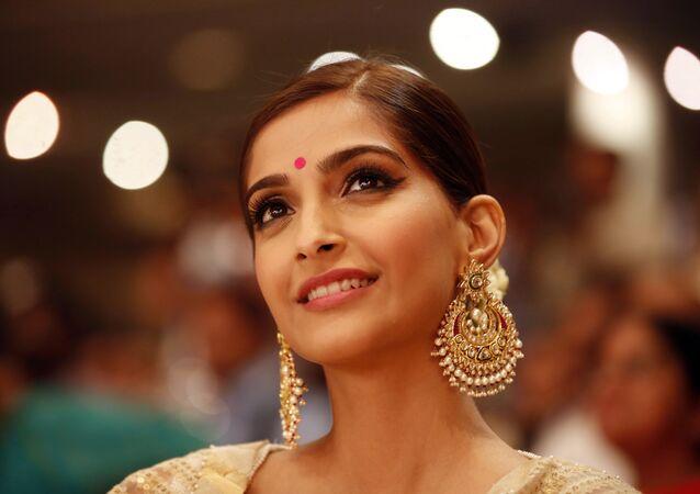 الممثلة الهندية سونام كابور
