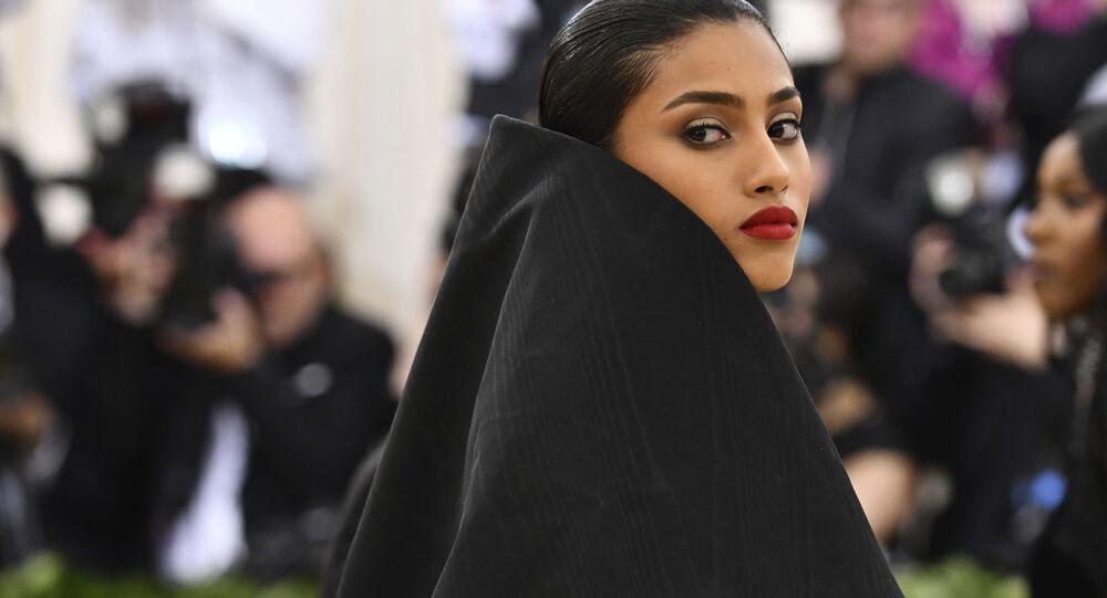 مصمم أزياء إيمان همام (هولندية من أصل مصري مغربي) في حفل 2018 Met Gala في نيويورك، 7 مايو/ أيار 2018