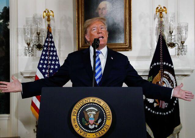 أعلن الرئيس الأمريكي دونالد ترامب عن نيته الانسحاب من الاتفاقية النووية الإيرانية في البيت الأبيض في البيت الأبيض بواشنطن, 8 مايو/أيار 2018