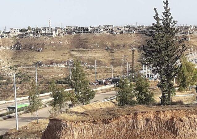 الحافلات تنقل القسم الأول من مسلحي ريف حمص وسط اجراءات مشددة